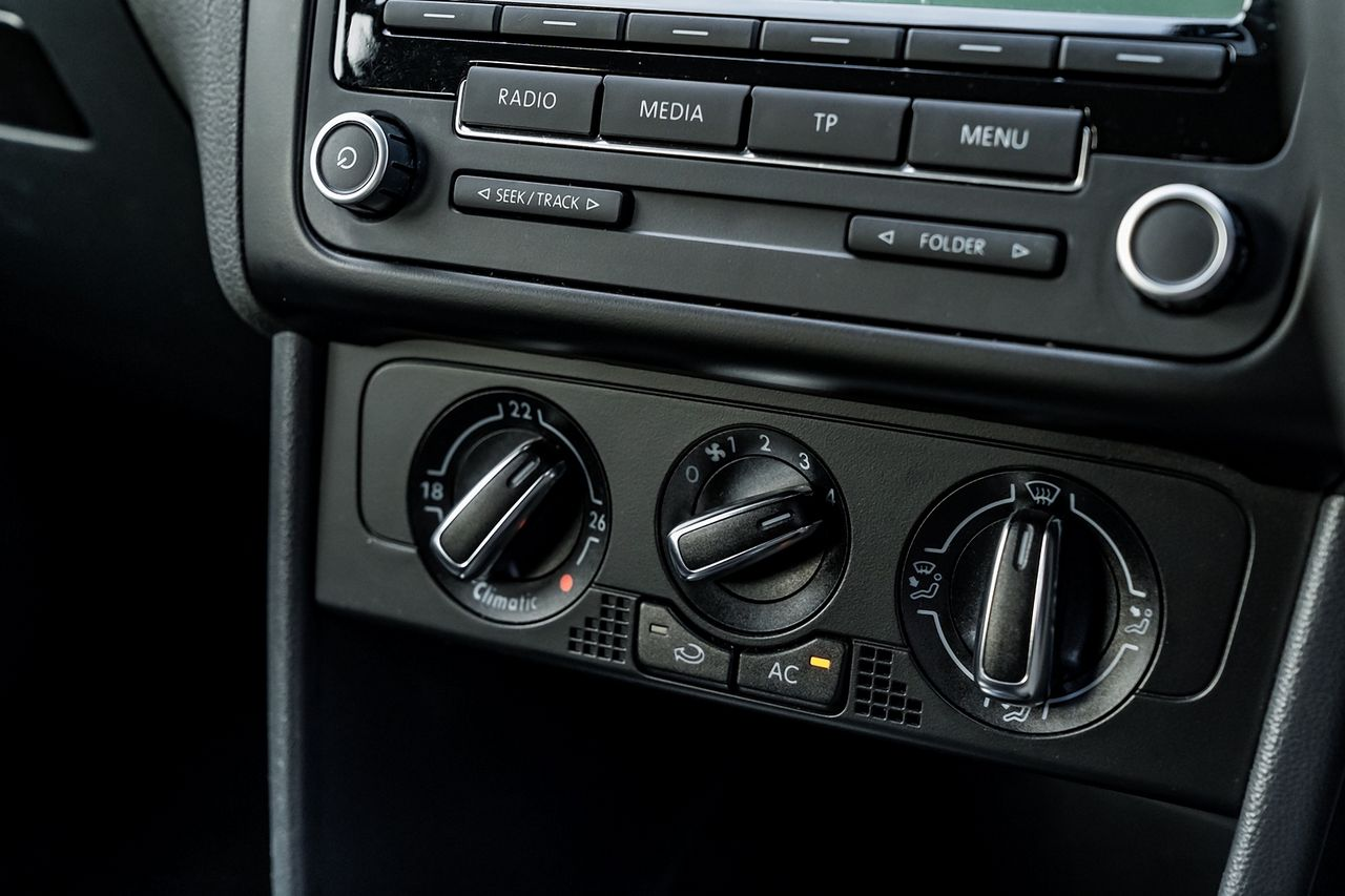 2010 VOLKSWAGEN Polo 1.4 85 PS SE 7 speed Auto DSG - Picture 28 of 40