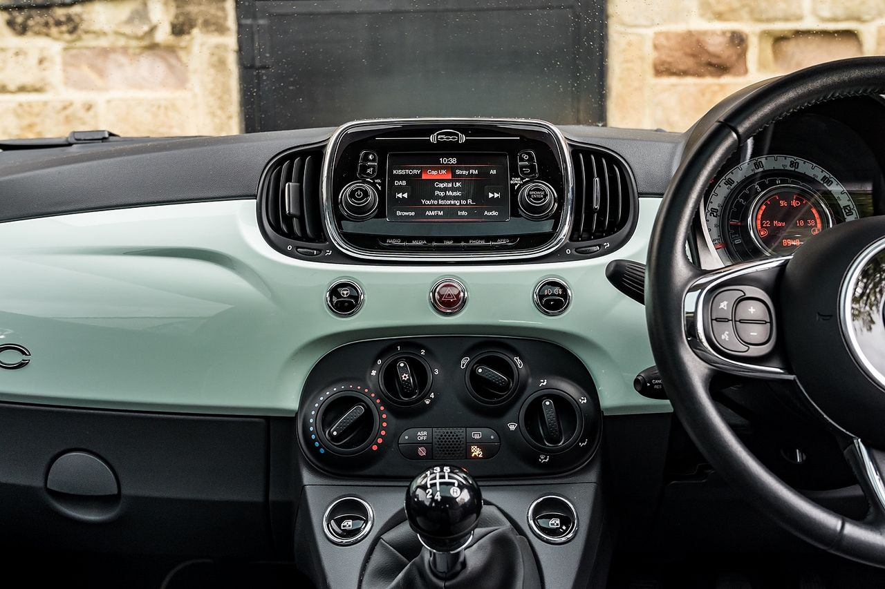 2018 FIAT 500 1.2i Lounge S/S - Picture 26 of 45