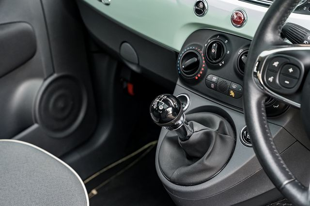 2018 FIAT 500 1.2i Lounge S/S - Picture 28 of 45