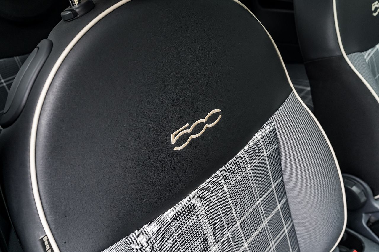 2018 FIAT 500 1.2i Lounge S/S - Picture 30 of 45