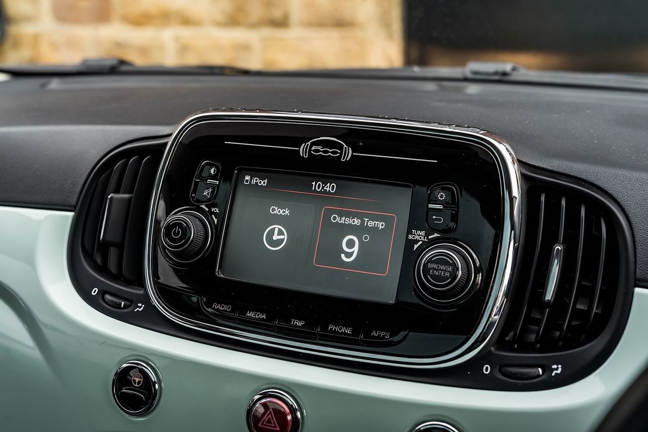 2018 FIAT 500 1.2i Lounge S/S - Picture 31 of 45
