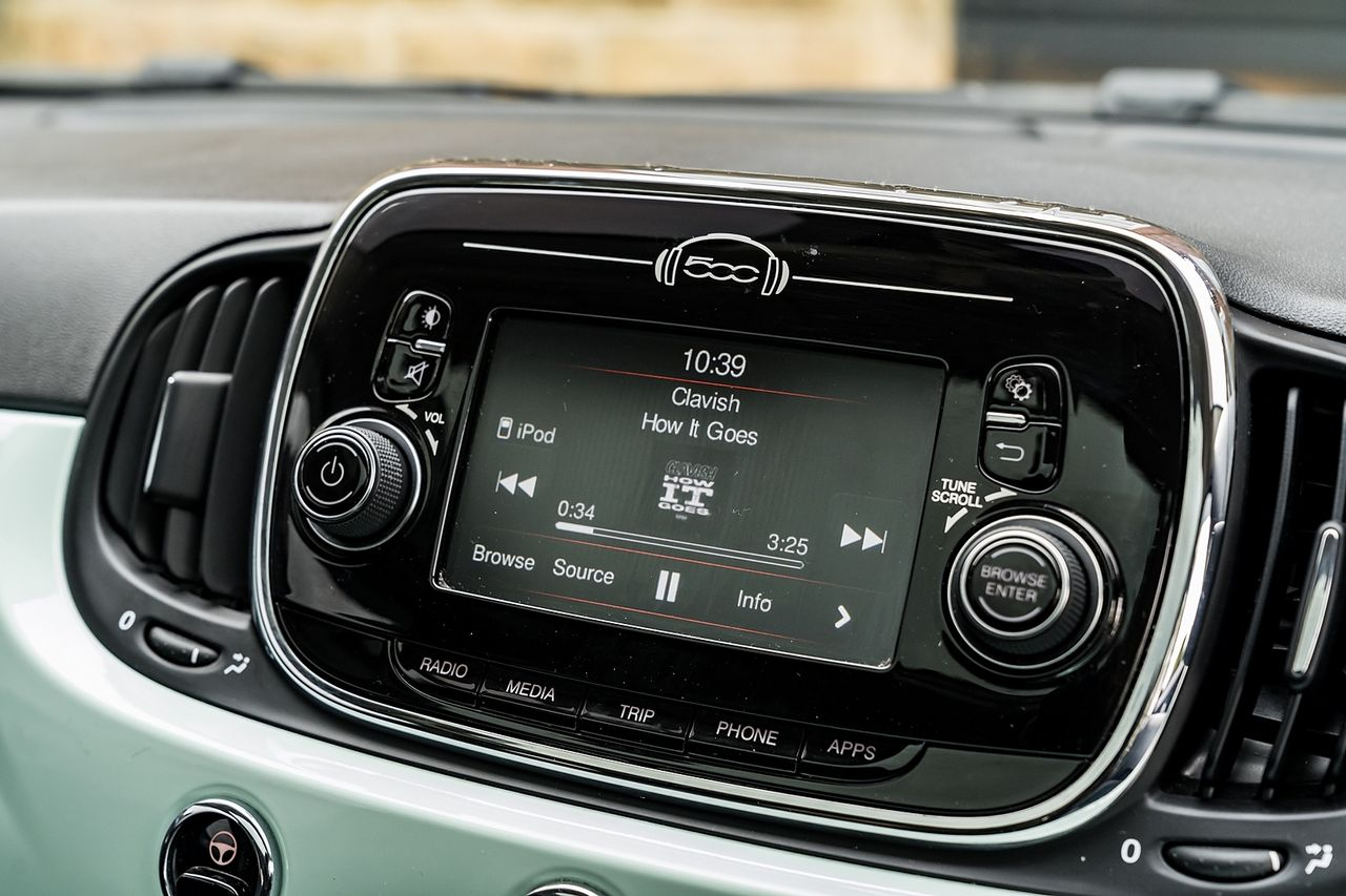 2018 FIAT 500 1.2i Lounge S/S - Picture 33 of 45