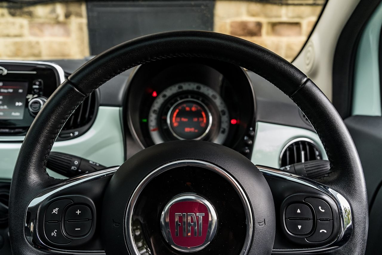 2018 FIAT 500 1.2i Lounge S/S - Picture 35 of 45