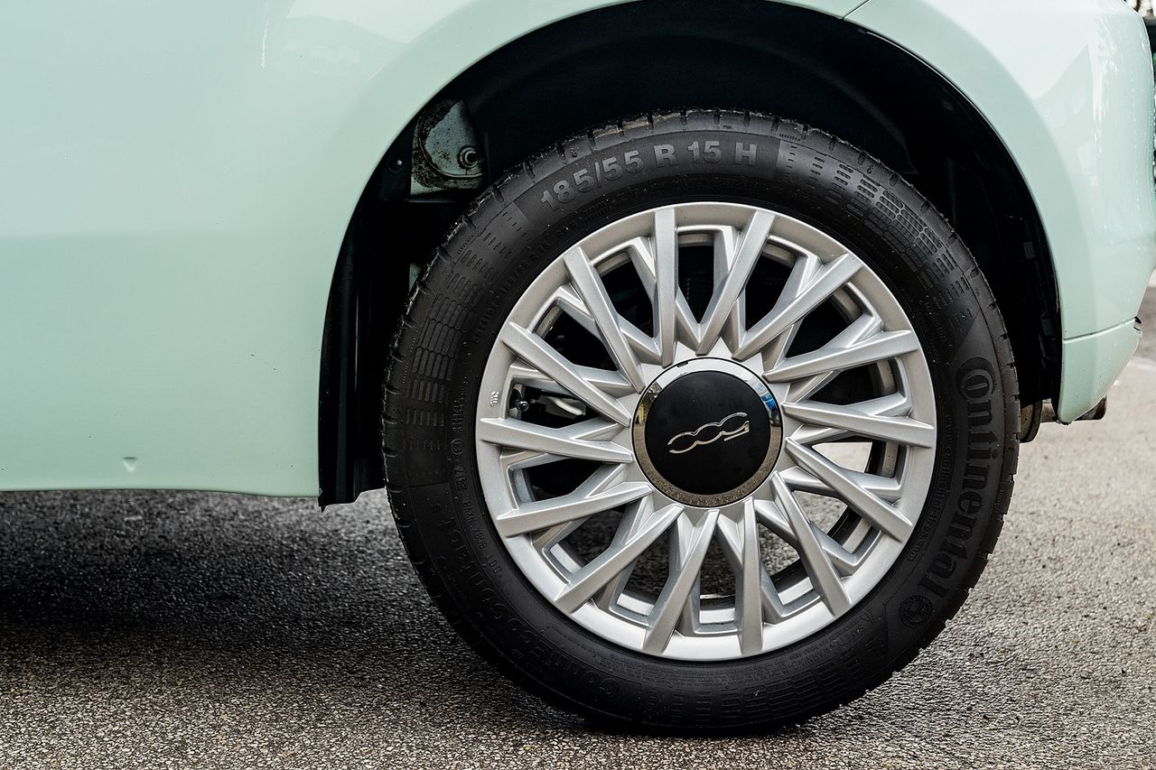 2018 FIAT 500 1.2i Lounge S/S - Picture 43 of 45