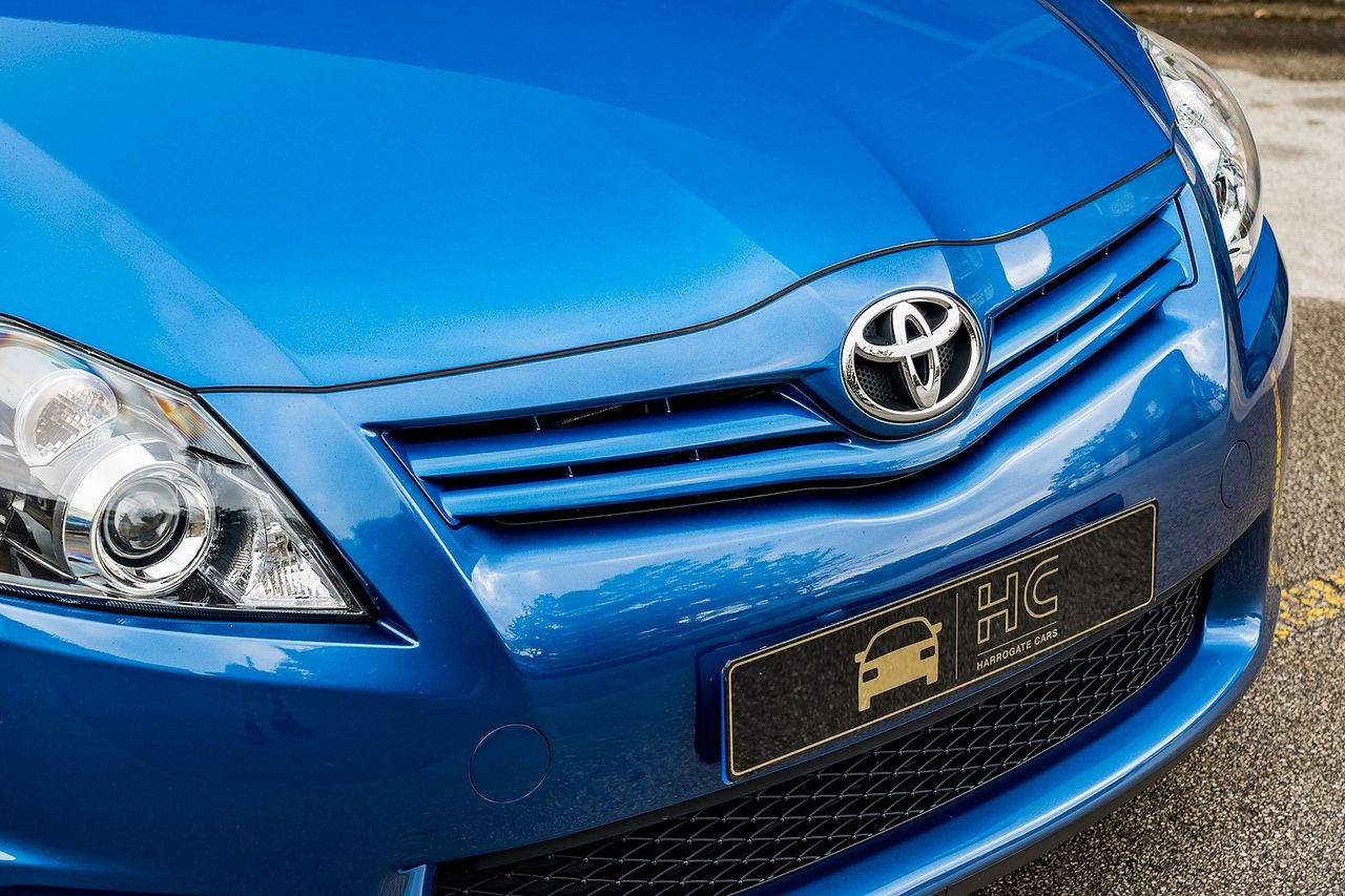 2011 TOYOTA Auris 1.6 V-matic SR - Picture 10 of 42