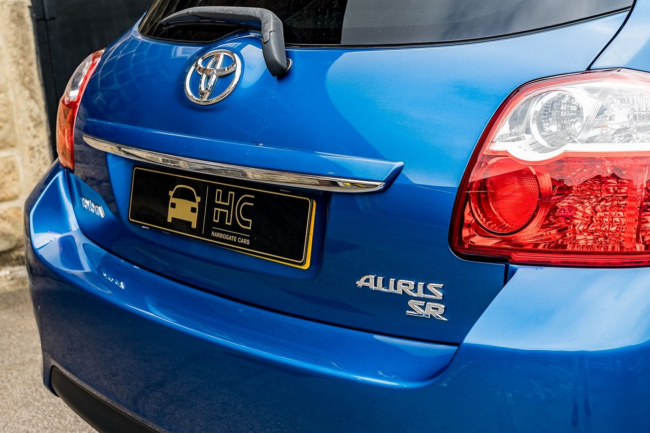 2011 TOYOTA Auris 1.6 V-matic SR - Picture 14 of 42