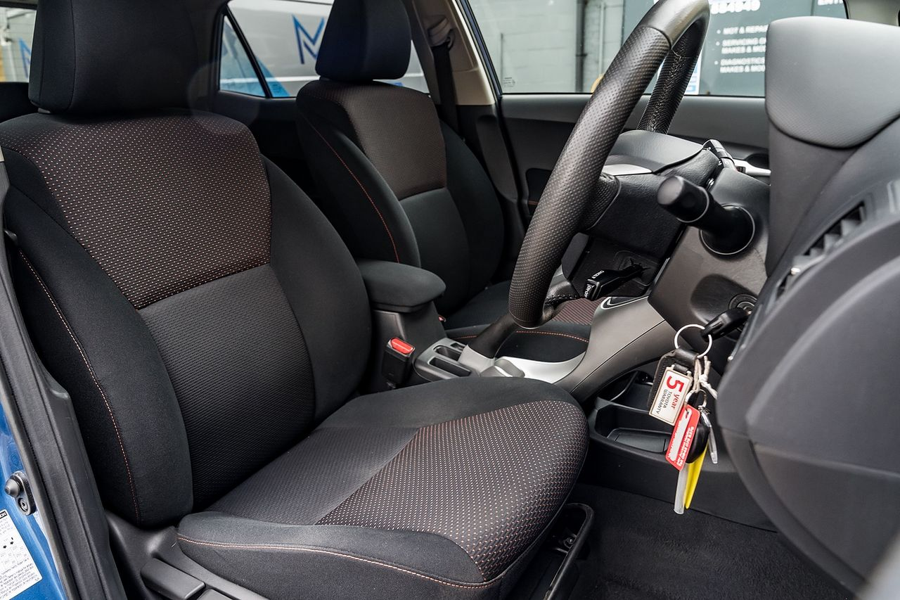 2011 TOYOTA Auris 1.6 V-matic SR - Picture 18 of 42