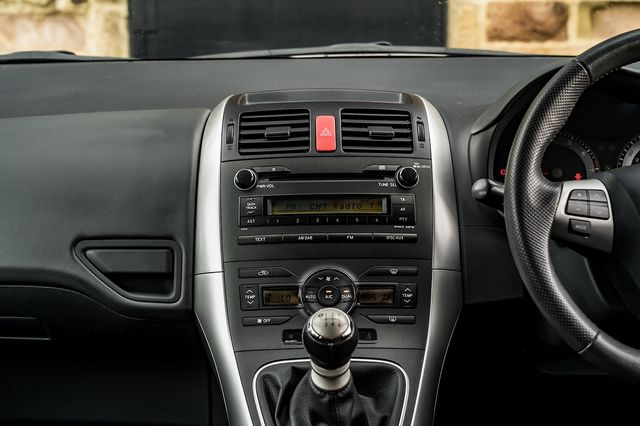 2011 TOYOTA Auris 1.6 V-matic SR - Picture 24 of 42
