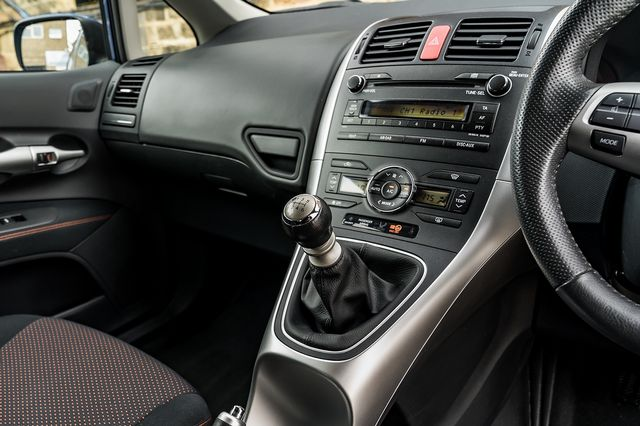 2011 TOYOTA Auris 1.6 V-matic SR - Picture 25 of 42