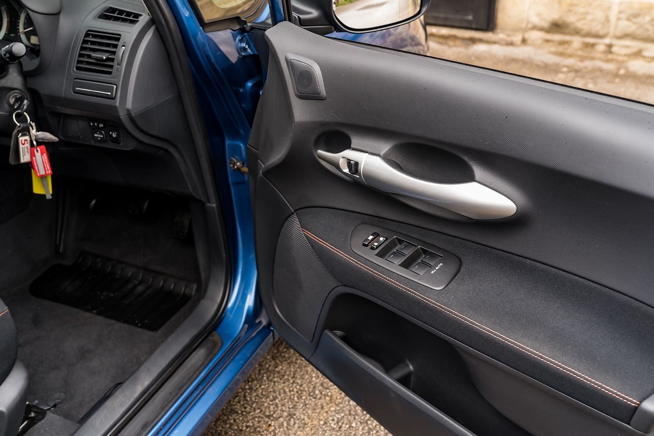 2011 TOYOTA Auris 1.6 V-matic SR - Picture 31 of 42