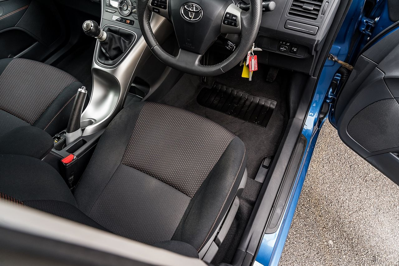 2011 TOYOTA Auris 1.6 V-matic SR - Picture 33 of 42