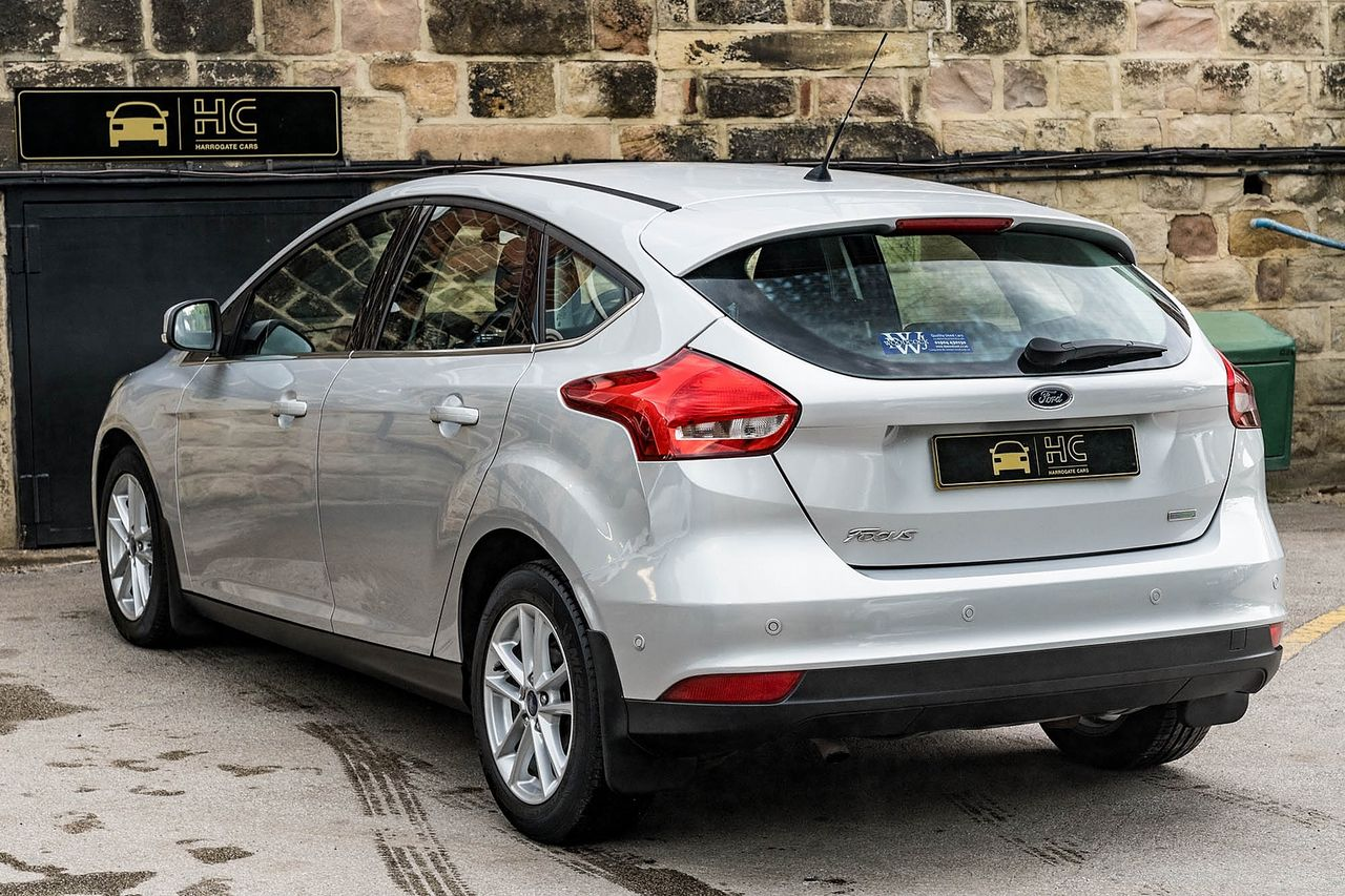 2015 FORD Focus Zetec 1.0T 125PS EcoBoost - Picture 11 of 41