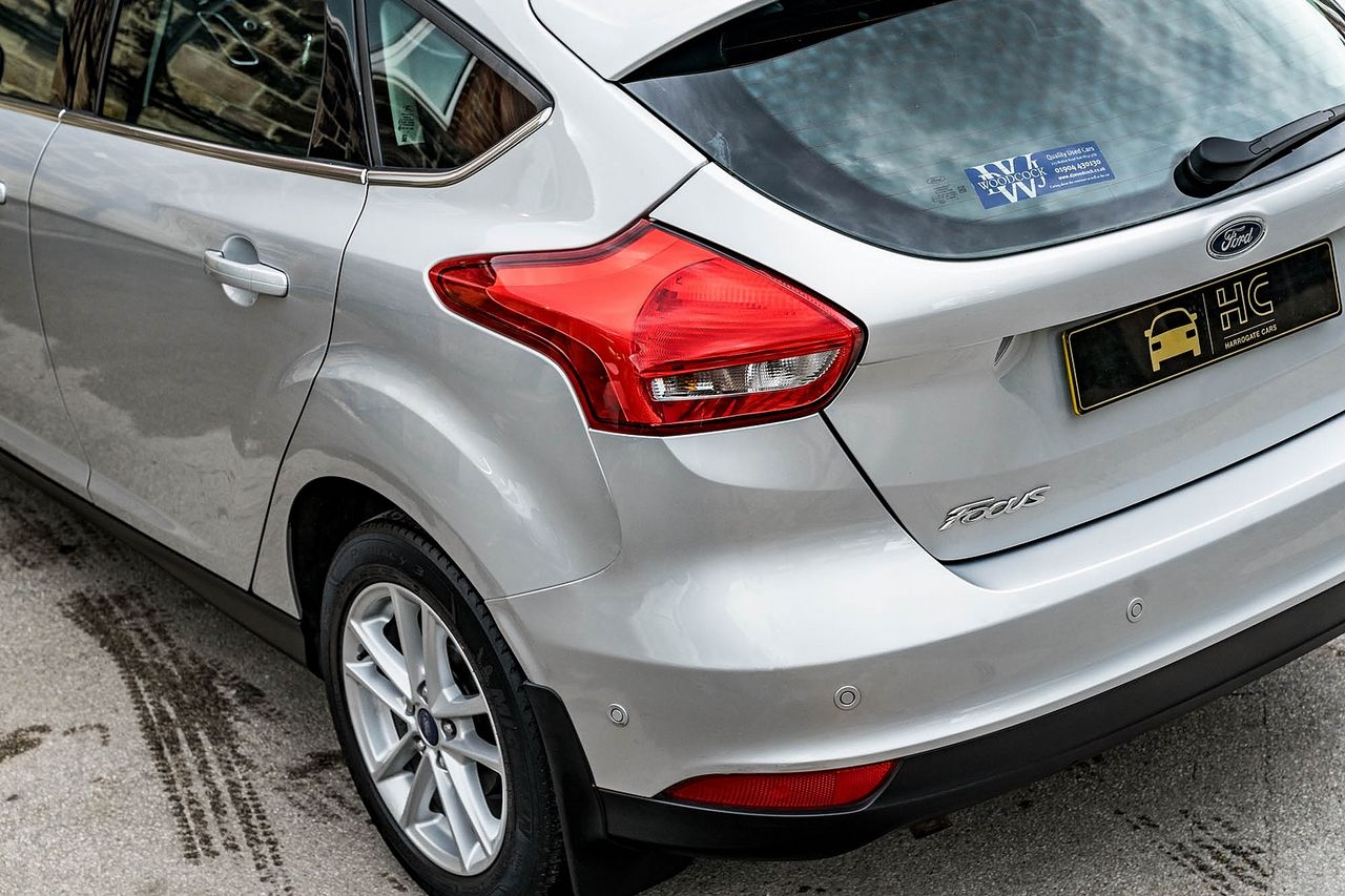 2015 FORD Focus Zetec 1.0T 125PS EcoBoost - Picture 13 of 41