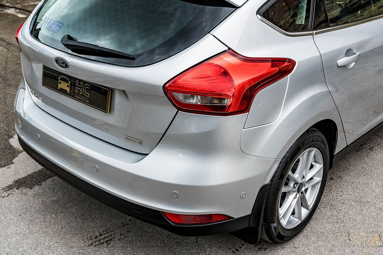 2015 FORD Focus Zetec 1.0T 125PS EcoBoost - Picture 14 of 41