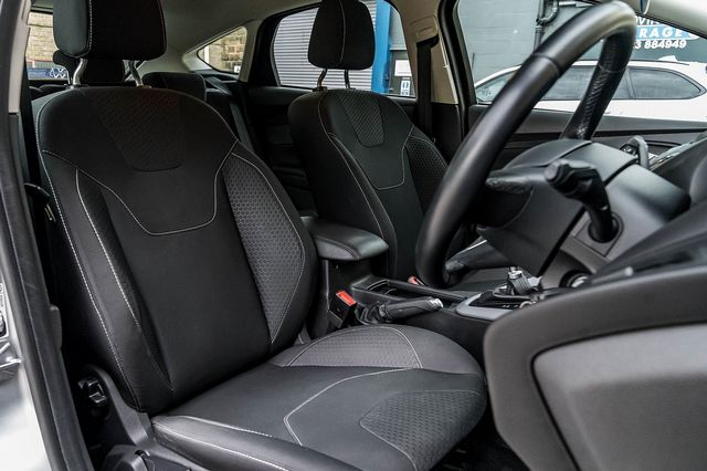 2015 FORD Focus Zetec 1.0T 125PS EcoBoost - Picture 16 of 41