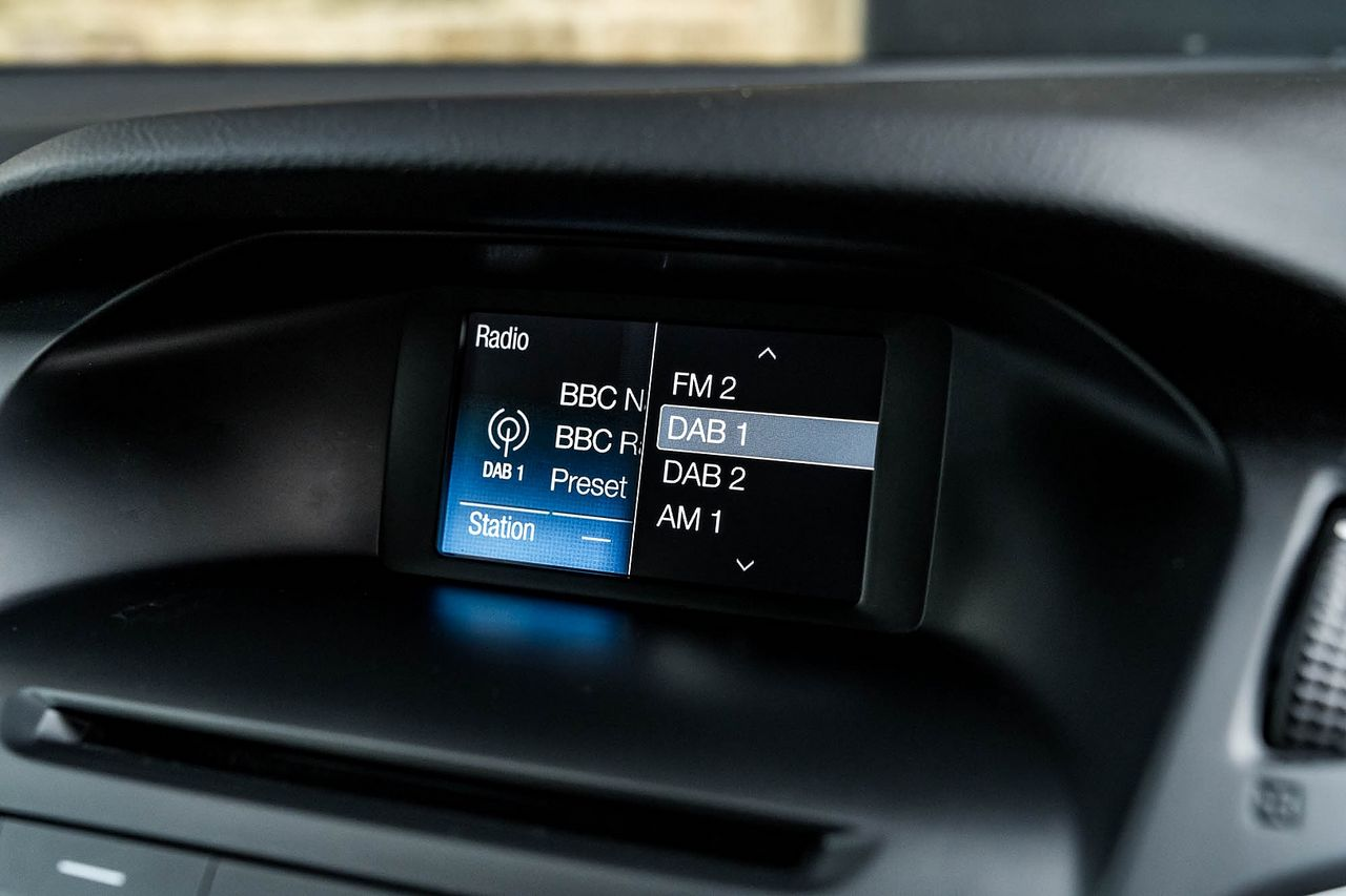 2015 FORD Focus Zetec 1.0T 125PS EcoBoost - Picture 17 of 41