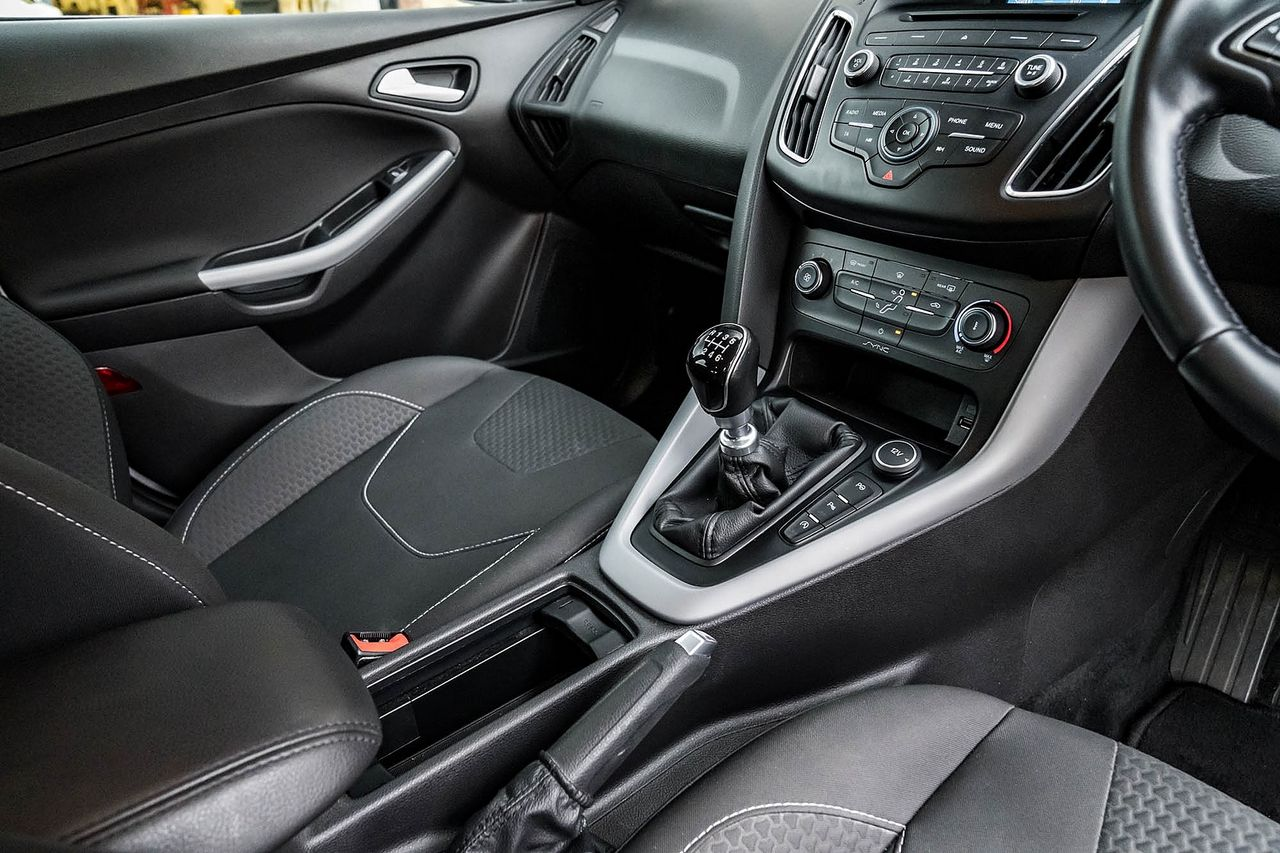 2015 FORD Focus Zetec 1.0T 125PS EcoBoost - Picture 18 of 41