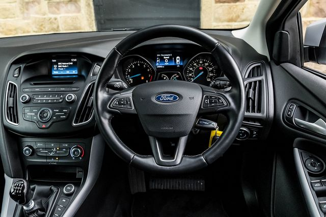2015 FORD Focus Zetec 1.0T 125PS EcoBoost - Picture 19 of 41