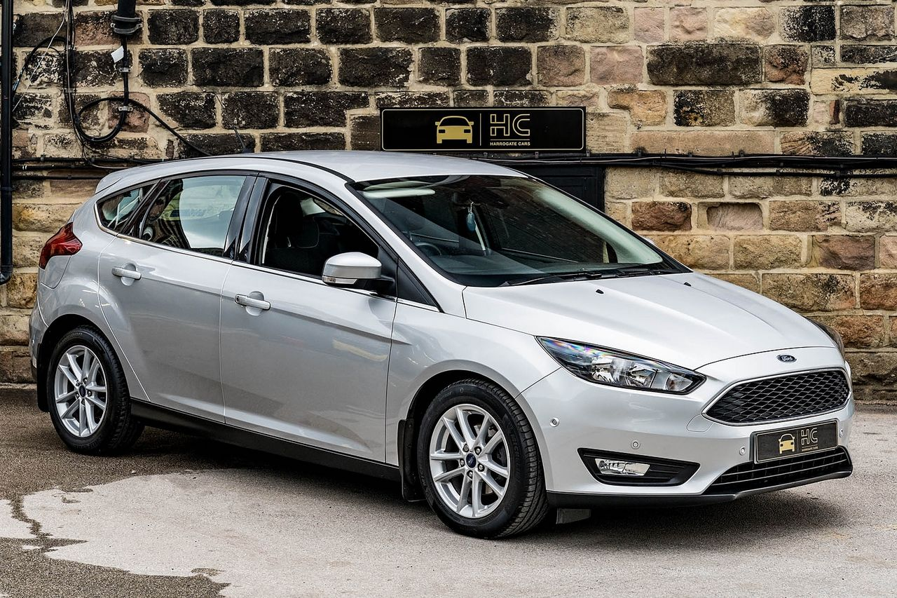 2015 FORD Focus Zetec 1.0T 125PS EcoBoost - Picture 1 of 41