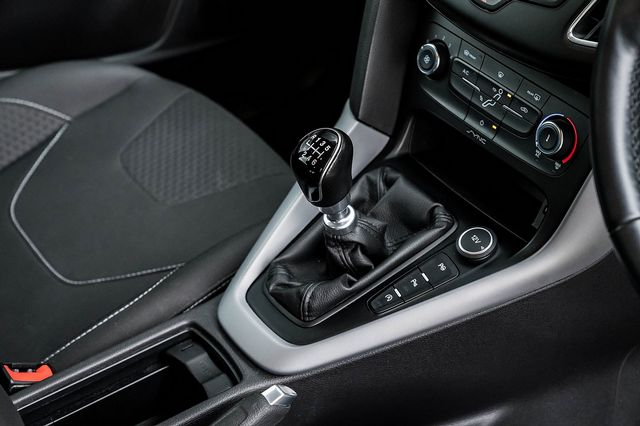 2015 FORD Focus Zetec 1.0T 125PS EcoBoost - Picture 23 of 41