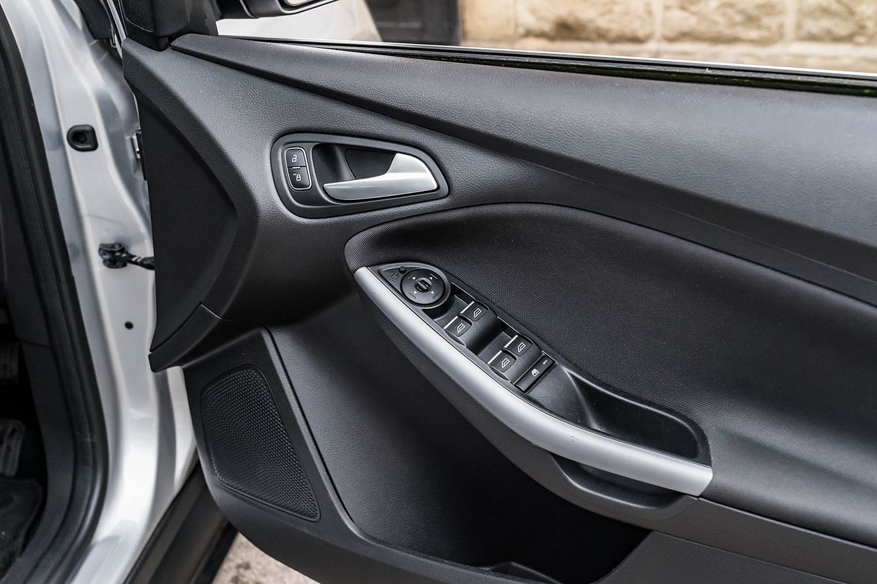 2015 FORD Focus Zetec 1.0T 125PS EcoBoost - Picture 24 of 41