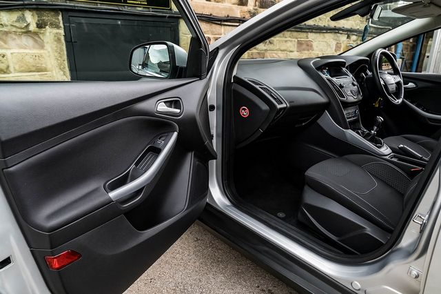 2015 FORD Focus Zetec 1.0T 125PS EcoBoost - Picture 25 of 41
