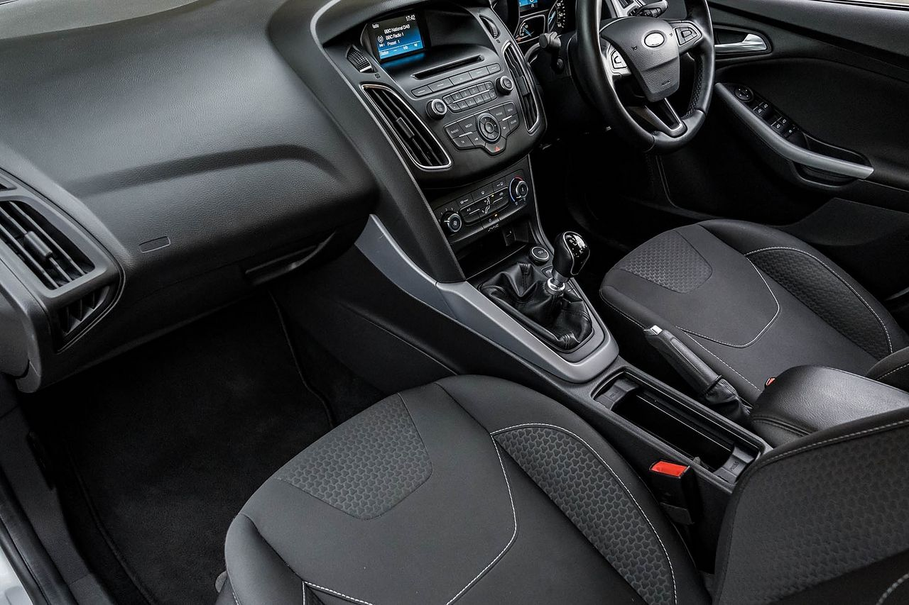 2015 FORD Focus Zetec 1.0T 125PS EcoBoost - Picture 26 of 41