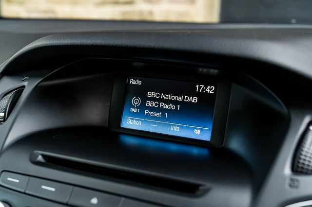 2015 FORD Focus Zetec 1.0T 125PS EcoBoost - Picture 28 of 41