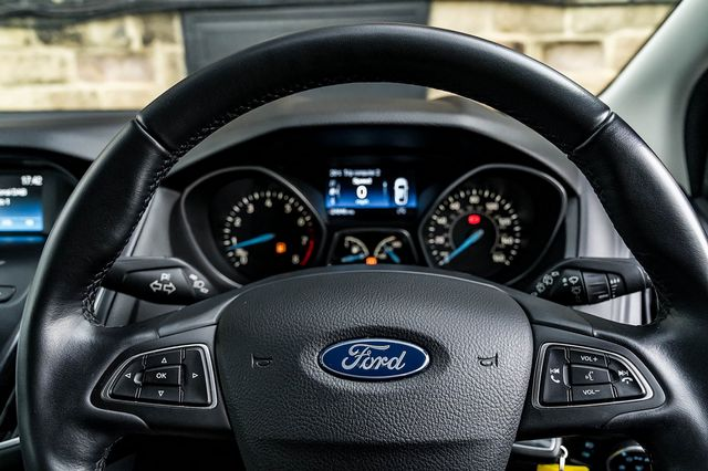 2015 FORD Focus Zetec 1.0T 125PS EcoBoost - Picture 30 of 41