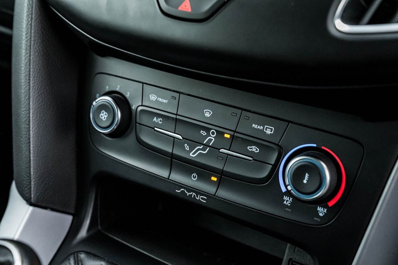 2015 FORD Focus Zetec 1.0T 125PS EcoBoost - Picture 31 of 41
