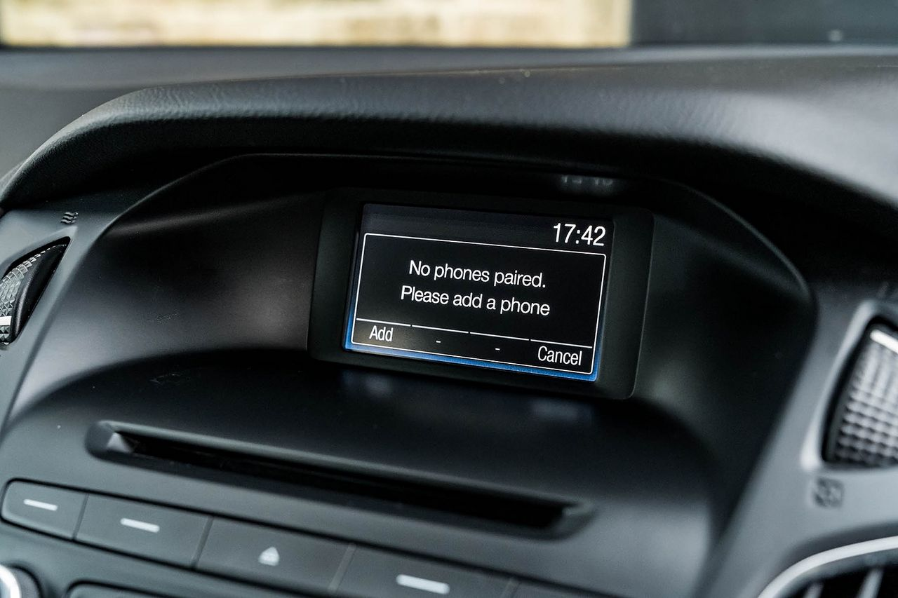 2015 FORD Focus Zetec 1.0T 125PS EcoBoost - Picture 34 of 41