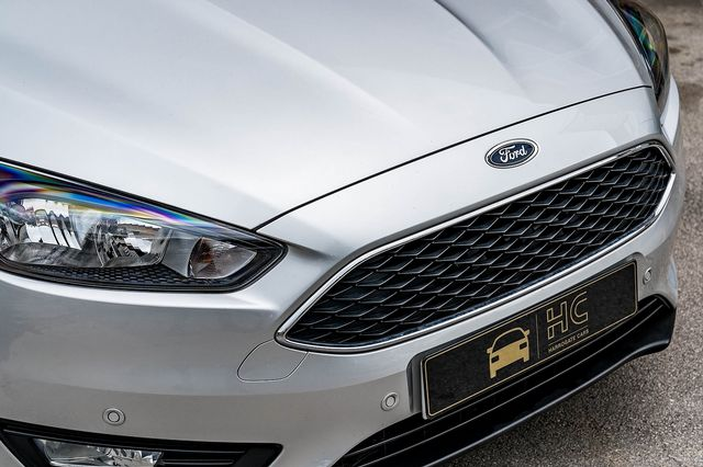 2015 FORD Focus Zetec 1.0T 125PS EcoBoost - Picture 9 of 41