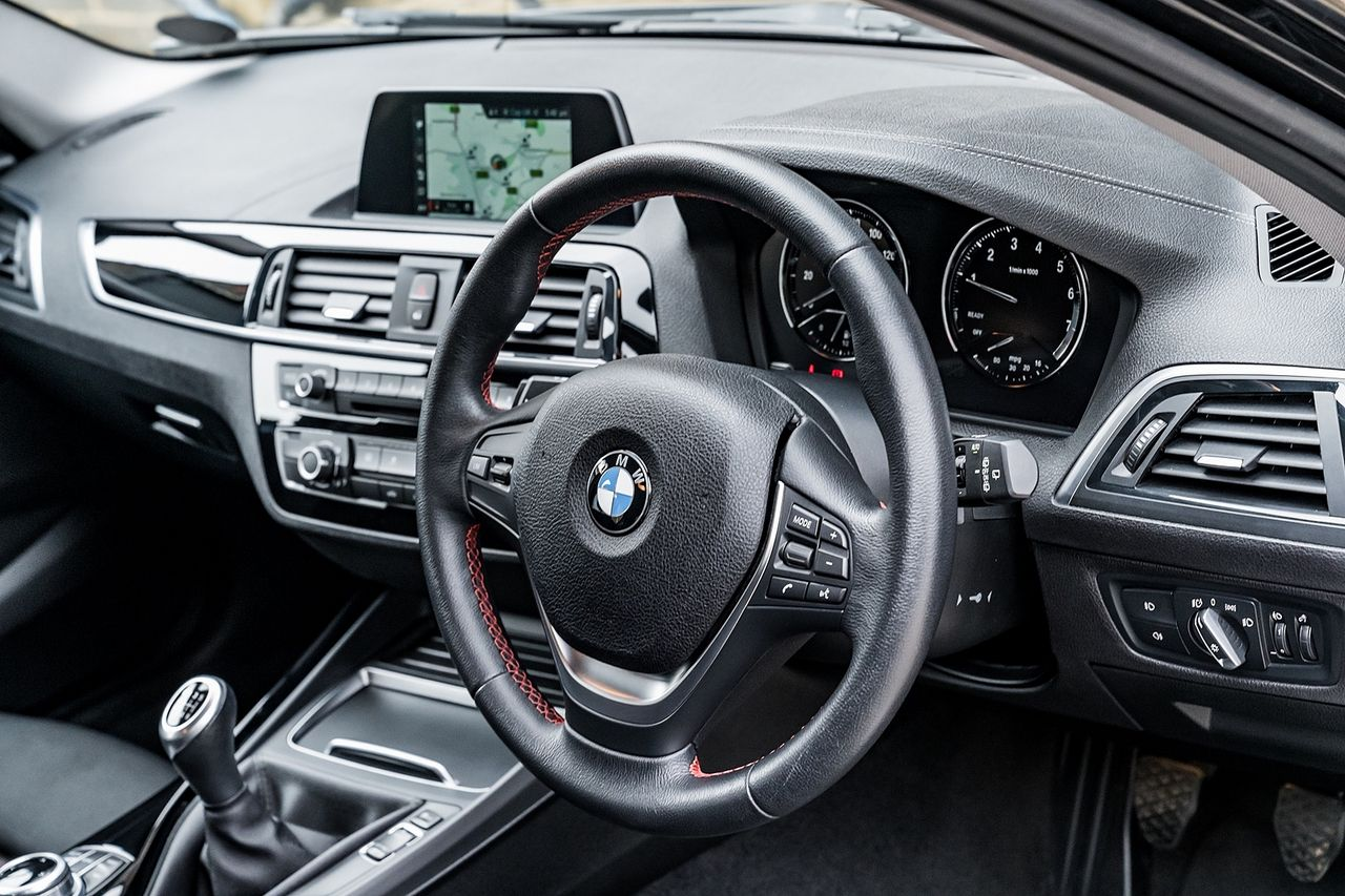 2018 BMW 1 Series 118i Sport - Picture 22 of 41