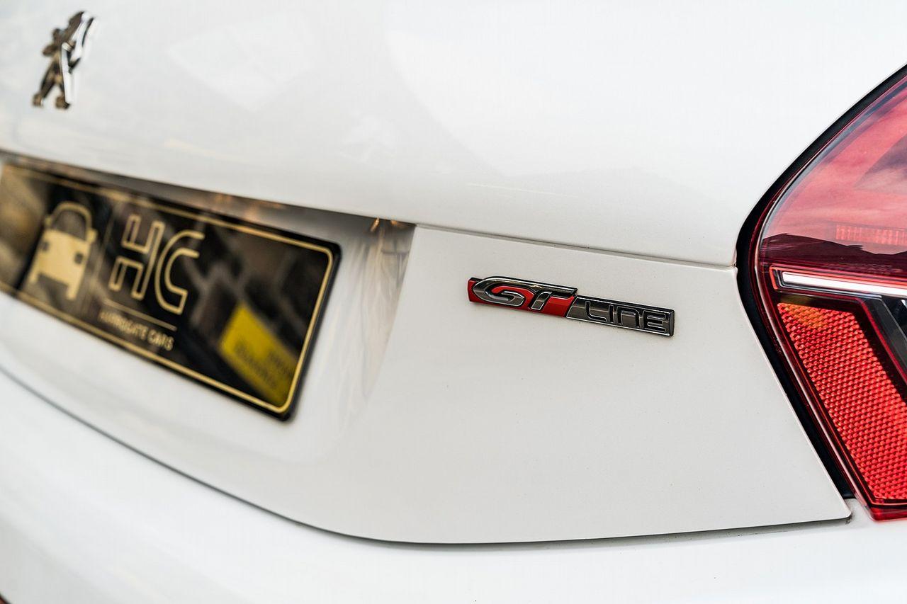 2015 PEUGEOT 208 GT Line 1.2L PureTech 110 S&S - Picture 17 of 50