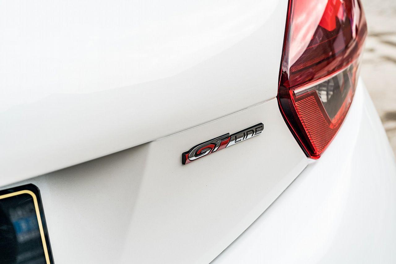 2015 PEUGEOT 208 GT Line 1.2L PureTech 110 S&S - Picture 19 of 50